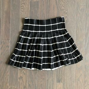 Candies black and white medium skirt NWOT